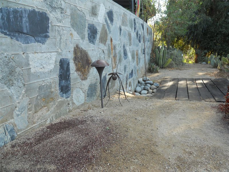 Large Retaining Wall With Modern Art Retaining and Landscape Wall Landscaping Network Calimesa, CA