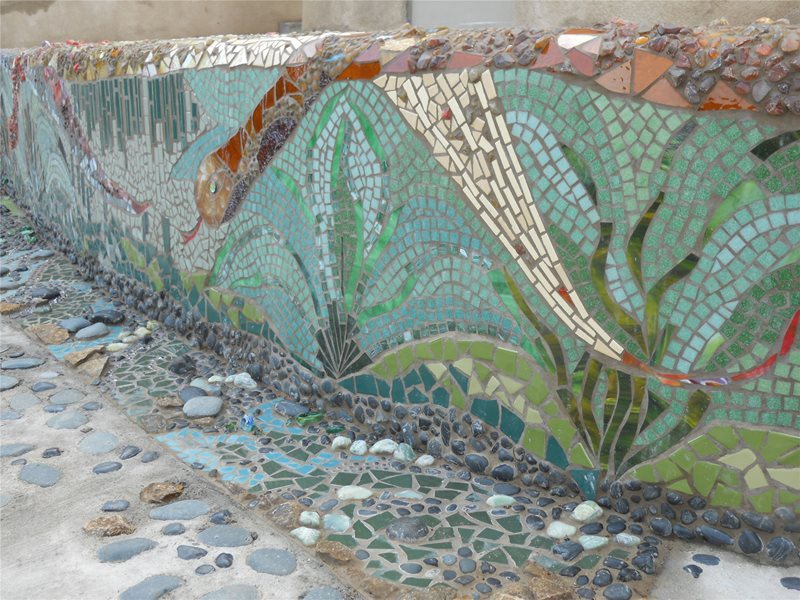 Retaining Wall With Mosaic Design Retaining and Landscape Wall Landscaping Network Calimesa, CA