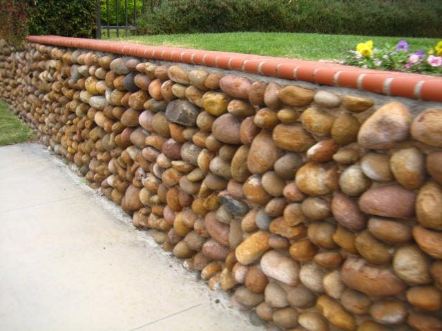Retaining and landscape wall calimesa ca photo for Smooth stones for landscaping