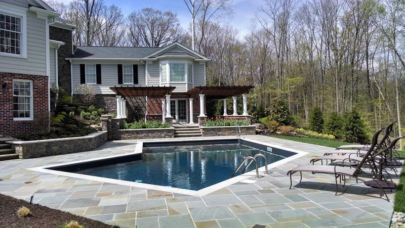Bluestone Pool Deck, Dark Bottom Swimming Pool Swimming Pool TLC  Landscaping Inc. Solon,