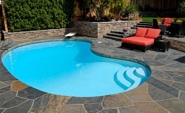 Swimming pool portland or photo gallery landscaping for Large swimming pool designs