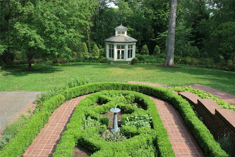 Formal, Boxwood, Parterre Traditional Landscaping The Penland Studio Knoxville, TN