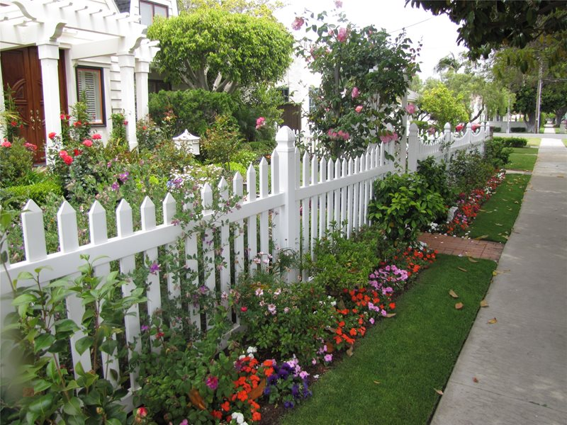 White, Fence Traditional Landscaping Landscaping Network Calimesa, CA