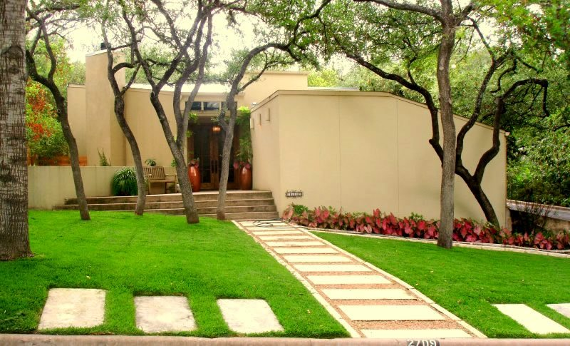 Walkway and path austin tx photo gallery landscaping network - Picturesque front garden pathway ideas ...
