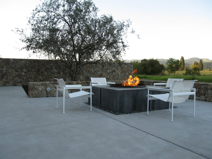 Outdoor fire pit design ideas landscaping network for Outdoor modern fire pit