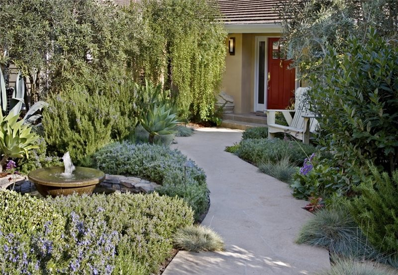 Front yard landscaping ideas landscaping network for Small front courtyard design ideas