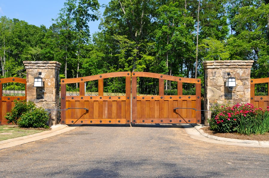 Driveway gate types styles landscaping network for Wood driveway gate plans