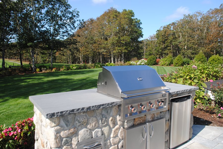 Small budget friendly outdoor kitchens landscaping network for Cheap outdoor kitchen designs