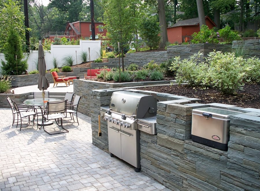 Stone veneer for outdoor kitchens landscaping network for Backyard kitchen design ideas