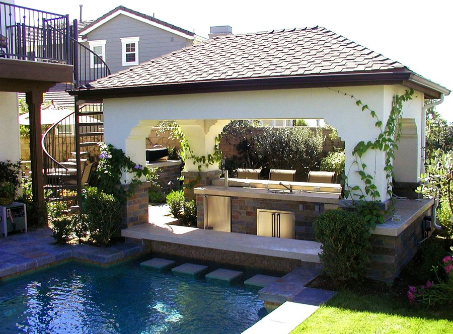 Swim up bar pro tips landscaping network for Pool design with swim up bar