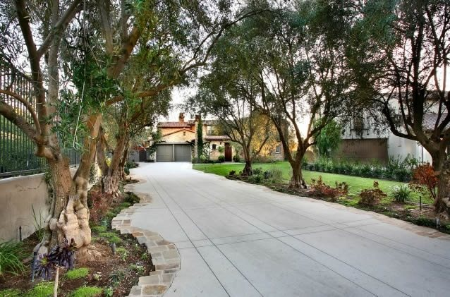 Residential driveway width landscaping network for Driveway landscape design