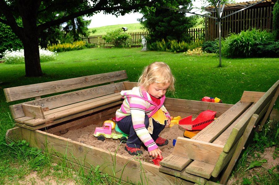 Charmant Backyard Sandbox