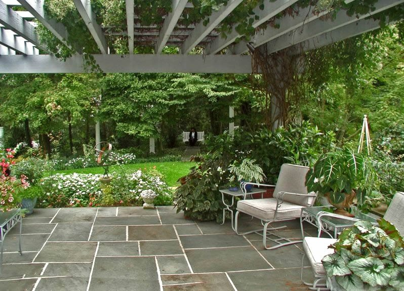 Flagstone patio benefits cost ideas landscaping network for Garden designs with patio
