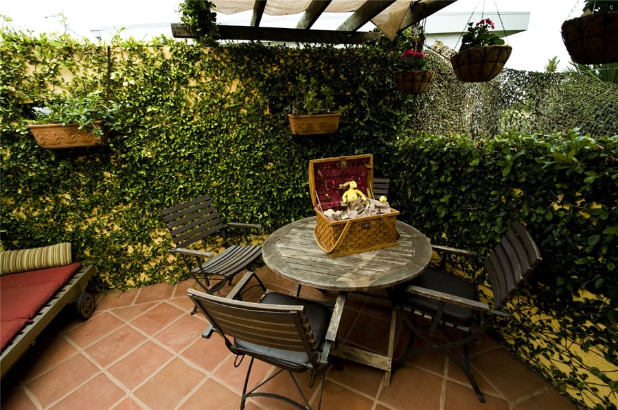 Patio enclosure ideas landscaping network - Fotos de patios rusticos ...