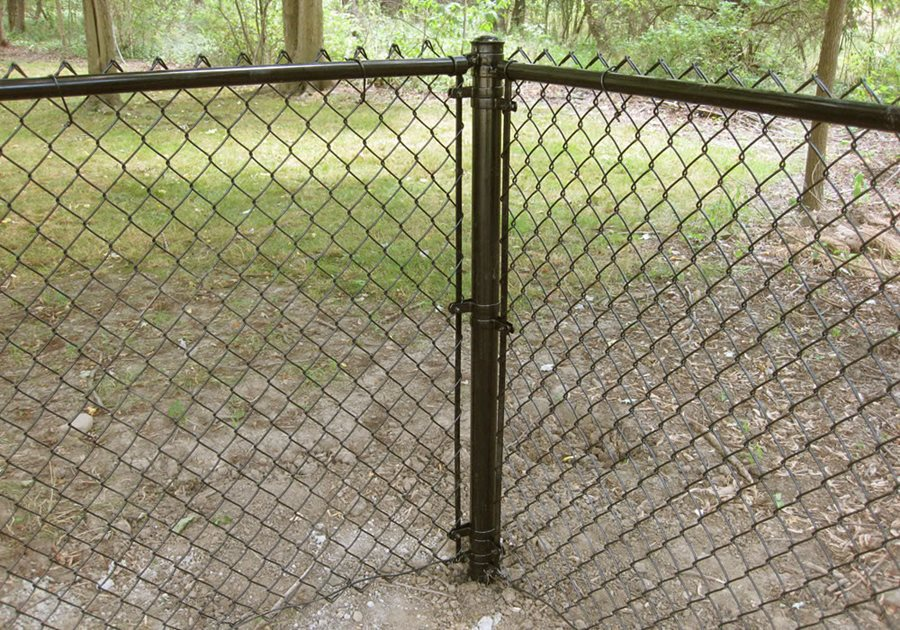 chain link fencing landscaping network. Black Bedroom Furniture Sets. Home Design Ideas
