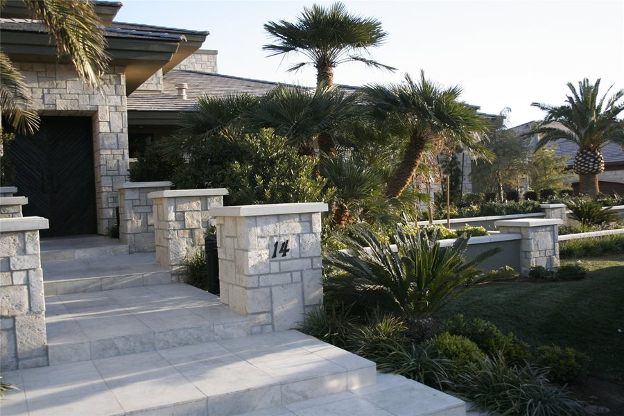 Front of house landscaping landscaping network for Garden design las vegas