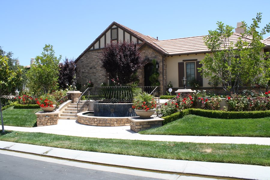 Front yard hill landscaping ideas landscaping network for Pictures of front yard landscapes