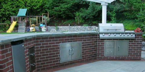 red brick outdoor kitchen