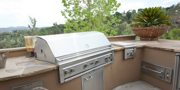 Southwest Stucco Outdoor Kitchen