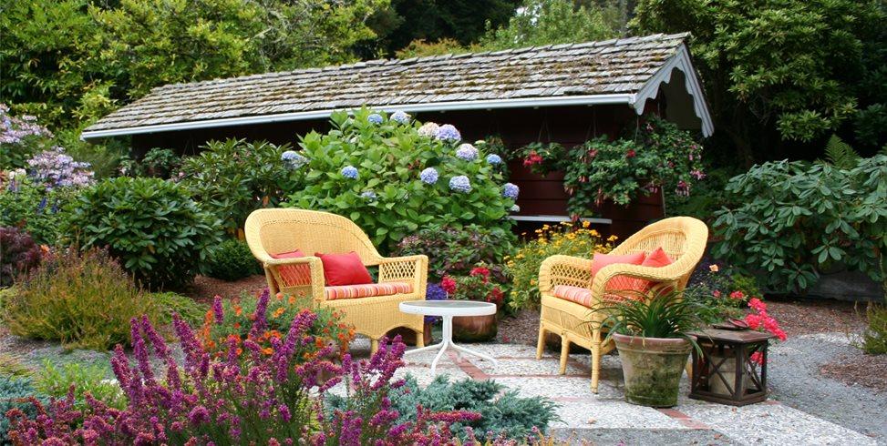 Casual Patio Genevieve Schmidt Landscape Design and Fine Maintenance Arcata, CA