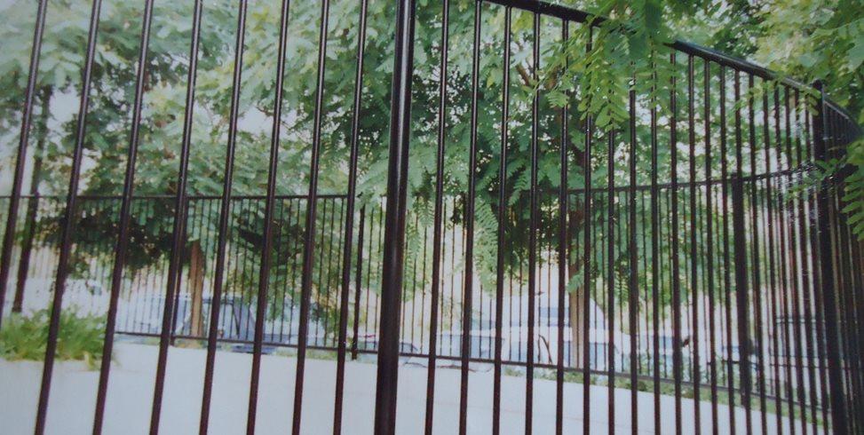 how to fix bent aluminum fence