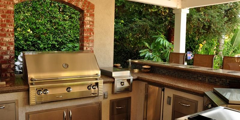 Elegant Backyard Kitchen And Bar Swimming Pool The Green Scene Chatsworth, CA