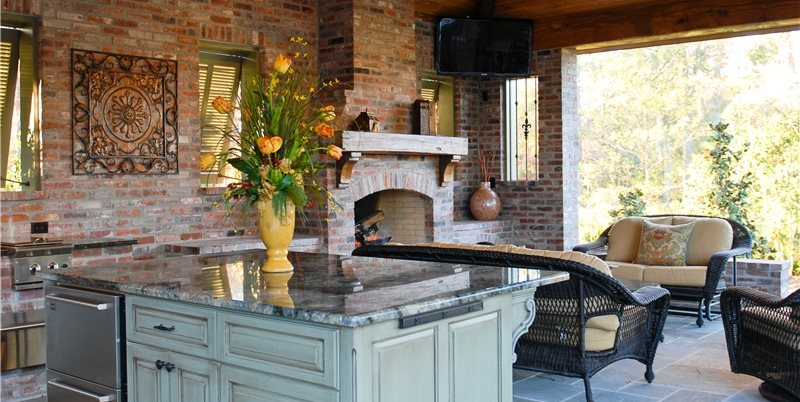 elaborate outdoor kitchen