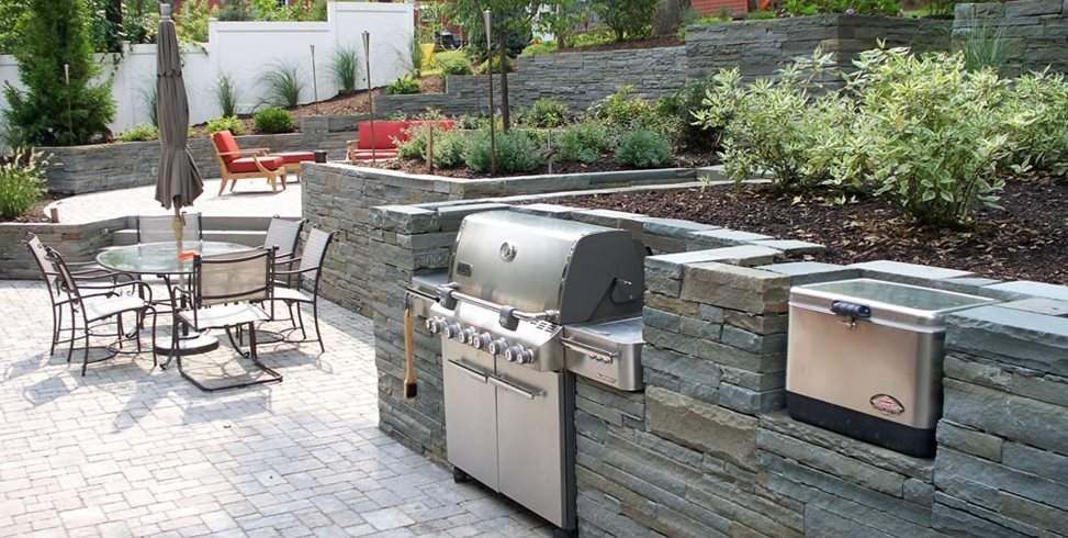 retaining wall outdoor kitchen